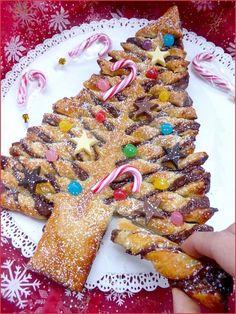 Deze pesto kerstboom is snel te maken en leuk voor een buffet of kerst brunch. Je kunt zelf variëren met de vulling. Alleen pesto of bijvoorbeeld tapenade. En als je van zoet houdt, kun je ook Nute…