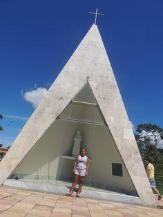 A Ermida de Dom Bosco é uma pequena capela construída em homenagem ao homem que lhe dá nome e que foi beatificado pelo Papa em 1962. Tem a forma de uma pirâmide de base inclinada, é revestida em mármore branco e possui uma cruz metálica no topo. Foi projetada por Oscar Niemeyer e construída sobre uma plataforma de lajes às margens do Lago Paranoá.