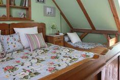 Spálňa  - kolekcia tkanín Londres    #spalna#kvety#prehoz#vankuse Bed, Furniture, Home Decor, Decoration Home, Stream Bed, Room Decor, Home Furnishings, Beds, Home Interior Design