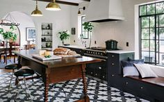 decorative-black-and-white-tiled-kitchen-on-kitchen-with-black-white-floor-tiles-that-pack-a-visual-punch-16.jpg 1280 × 800 bildepunkter