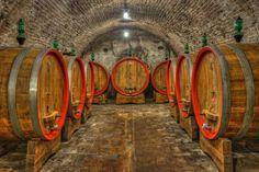 On wine: How oak barrels affect wine