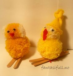 Pom-pom chicks skiing at Easter Crafts To Do, Crafts For Kids, How To Make A Pom Pom, Holidays And Events, Aesthetic Wallpapers, Skiing, Easter, Education, Kunst