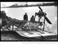 24-10-12, hydroplane Blériot [essai par Louis Blériot de son véhicule de transport fluvial sur la Seine] : [photographie de presse] / [Agence Rol] - 1