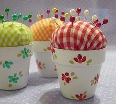 Sweet pincushion made from a very small terracotta pot, .-Süßes Nadelkissen aus einem sehr kleinen Terrakottatopf, bemalt … hmmm … d… Sweet pincushion made from a very small terracotta pot, painted … hmmm … I think I would … # out - Flower Pot Crafts, Clay Pot Crafts, Crafts To Make, Diy Crafts, Fabric Crafts, Sewing Crafts, Craft Projects, Sewing Projects, Clay Pot Projects