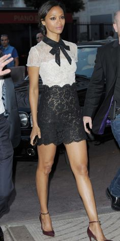 Cannes 2014 : Zoe Zaldana en look preppy dentelle.