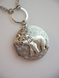 SALE Elephant LOCKET, Silver Locket, Elephant Jewelry, Elephants, Safari, Silver Elephant, Baby Elephant, Antique Locket
