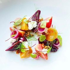 Michelin Star Food, Fancy Appetizers, Japanese Chef, Beet Salad, Turkish Recipes, Plated Desserts, Food Presentation, Food Plating, Food Design