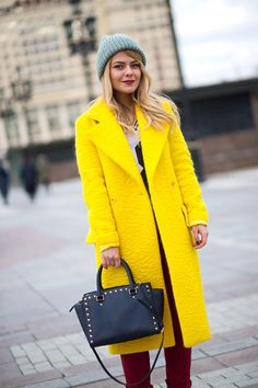 Moscow Street Style - Best Street Style Looks from Moscow Fashion Week - Harper's BAZAAR #fashion #outfit #streetstyle