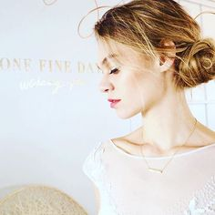 @onefineday_usa @onefinedayweddingfairs knows how to bring #brides and #weddingpros together! Such a great time yesterday! Loved having our Tracey do #bridalhair #bridalmakeup for this #model showing off @samanthawills @samanthawillsbridal stunning necklace #onefinedaynyc ! #Regram via @mghairandmakeup