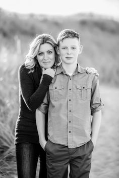 Parenting Teens: The Art of Letting Go - The Sunny Side of Something Family Portrait Poses, Family Picture Poses, Fall Family Pictures, Family Photo Sessions, Family Posing, Teenage Family Photos, Family Pics, Mother Son Photography, Teenager Photography
