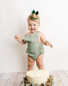 First Birthday Outfits Boy, First Birthday Crown, 1st Birthday Photoshoot, Baby Boy 1st Birthday Party, 1st Birthday Cake Smash, Boy Cake Smash, Cake Smash Outfit Boy, Birthday Gifts, Boy Birthday Pictures
