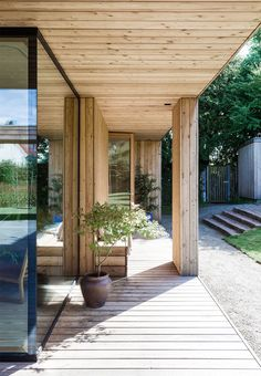 Covered wooden terrace with wooden bench and simple outdoor plants. Outside Living, Outdoor Living, Front Porch Pergola, Front Porches, Exterior Design, Interior And Exterior, Privacy Screen Outdoor, Privacy Screens, Dutch Gardens
