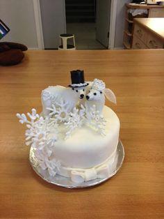 Bride and groom polarbears weddingcake.