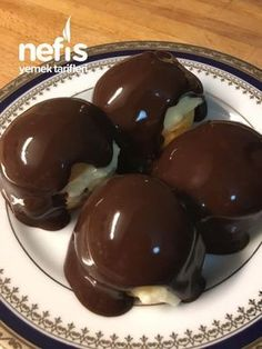 A Delicious Profiterole (Delicious And Worthy) - Delicious Food T Nefis Bir Profiterol (Enfes Ve Ağzına Layık) – Nefis Yemek Tarifleri A Delicious Profiterole (Delicious And Worthy) – Delicious Recipes - Mini Desserts, Chocolate Desserts, No Bake Desserts, Easy Desserts, Delicious Desserts, Yummy Food, Oreo Desserts, Cake Chocolate, Pudding Desserts