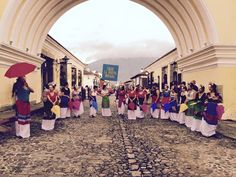 Debajo del arco más famoso de #LaAntigua, encuentras tu casa. #LaNuevaFridas te llenará el corazón de color y música. #BTL