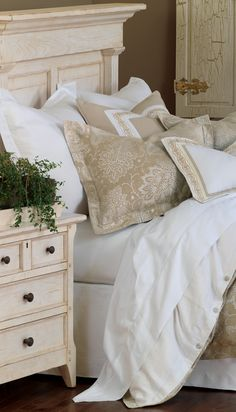 MASTER BEDROOM COLORS - I love the bedding in this picture. Pretty and muted.