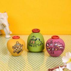 Flower Pot Crafts, Vase Crafts, Craft Stick Crafts, Pottery Painting Designs, Pottery Designs, Pottery Art, Glass Bottle Crafts, Bottle Art, Dot Art Painting
