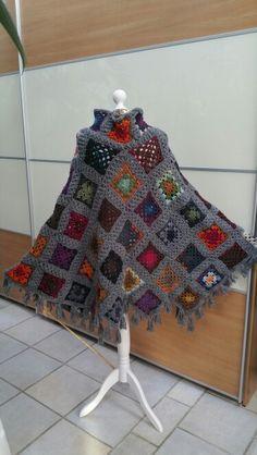 Winterponcho aus GrannySquares