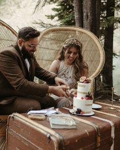 We get many calls to create beautiful custom wedding moments in our backyard. aka, The Canadian Rocky Mountains. Beautiful Couple, Beautiful Moments, Beautiful Images, Beautiful Day, Wedding Images, Wedding Designs, Elope Wedding, Elopement Wedding, Willow Flower
