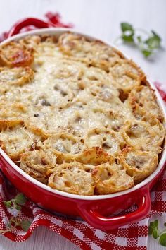 We see so many different varieties of crepe recipes ranging from sweet to savory, and, as much as we love classic crepes, we were hankering for a baked crepe casserole. This casserole might be composed Mushroom Chicken, Cheesy Chicken, Cooked Chicken, Food Network Recipes, Cooking Recipes, Greek Appetizers, Stuffed Mushrooms, Stuffed Peppers, Crepe Recipes