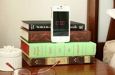 DIY Projekt aus alten Büchern - Handy Ladestation selber machen