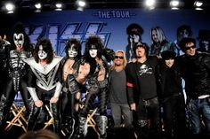 Finally, someone says what we've all been thinking  http://music.yahoo.com/blogs/stop-the-presses/gene-simmons-tommy-lee-slam-rihanna-lip-syncing-165048764.html
