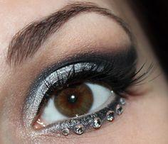 Katniss Everdeen Wedding Dress Look http://www.talasia.de/2013/12/30/katniss-everdeen-wedding-dress-make-up/ #makeup #eyemakeup #eotd