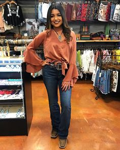 Edgy Outfits – Page 9268011789 – Lady Dress Designs Cute Cowgirl Outfits, Western Outfits Women, Cowboy Boot Outfits, Country Concert Outfit, Country Style Outfits, Southern Outfits, Country Western Outfits, Country Fashion, Cow Girl Outfits