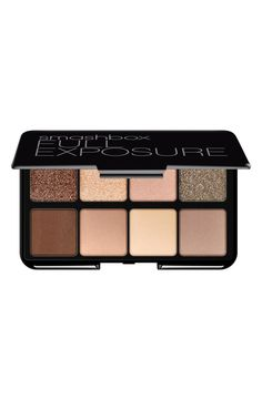 This Smashbox neutral eyeshadow palette is fantastic for busy gals on-the-go.