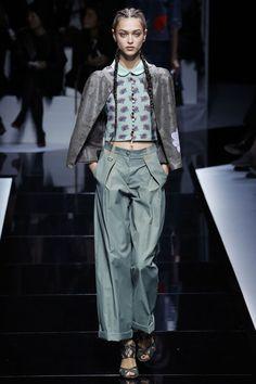 Emporio Armani Spring 2017 Ready-to-Wear Collection Photos - Vogue Fashion Week Paris, Work Fashion, Fashion 2017, Runway Fashion, Fashion Outfits, Fashion Design, Emporio Armani, Giorgio Armani, Armani Collection