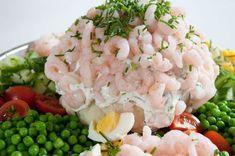 Maskeret Blomkål er en rigtig retro-ret fra 70-80'erne. Men gennem alle årene, er den dukket op med jævne mellemrum. Det […] Shrimp Dishes, Fish Dishes, Tapas, Baked Shrimp, Danish Food, Dinner Is Served, Fish And Seafood, Soul Food, Food And Drink
