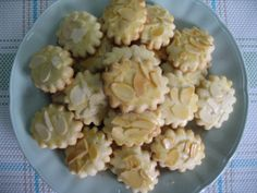 Cookies : Almond Biscuits 杏仁曲奇