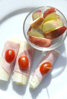 Quick and easy! Cheese, lean meat, tomatoes. Apples for something sweet. Perfect!