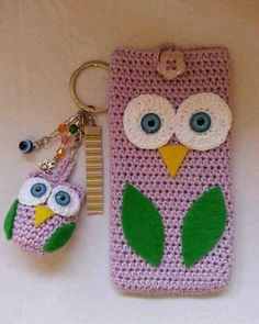 Owl crochet phone cover and key chain… portable, crochet phone cover, crochet case Crochet Phone Cover, Crochet Case, Crochet Purses, Crochet Gifts, Cute Crochet, Crochet Shawl, Simple Crochet, Hand Crochet, Mobiles En Crochet