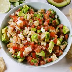 Shrimp lovers Shrimp de Gallo is the healthy summer snack you need to know about shrimp avocado tomato partyapps dip seafoodappetizers delish Fish Recipes, Seafood Recipes, Mexican Food Recipes, Great Recipes, Salad Recipes, Cooking Recipes, Healthy Recipes, Recipes With Shrimp, Tostada Recipes