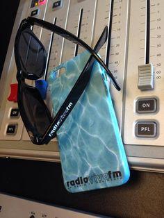 Che sia la cover o che siano gli occhiali, chi ascolta @RadioVivaFM si riempie di gadget!