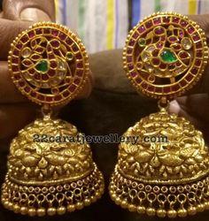 gioielli zirconi incastonati in argento sterling Silver Jewellery Indian, Indian Wedding Jewelry, Indian Jewellery Design, Temple Jewellery, Bridal Jewelry, Gold Jewelry, Jewelry Design, Antic Jewellery, Bridal Earrings