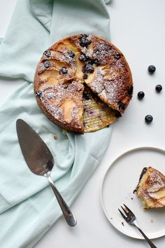 Taart met blauwe bessen en appel Camembert Cheese, Dairy, Ethnic Recipes, Food, Spreads, Eten, Meals, Sandwich Spread, Diet