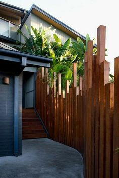 25 Perfect Privacy Fence Designs for Backyard That You Can Consider - Modern Design Landscaping Around Pool, Front House Landscaping, Backyard Fences, Backyard Landscaping, Pool Fence, Backyard Designs, Privacy Fence Landscaping, Patio Fence, Privacy Screen Outdoor