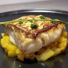 Cod back with caramelized mangos - Venturino - - Dos de cabillaud aux mangues caramélisées Cod back with caramelized mangos – Ingredients: 4 cod back, 2 mangoes, 4 tbsp. honey, 25 grams of butter, Juice of a lemon Fish Recipes, Seafood Recipes, Paleo Recipes, Cooking Recipes, Chefs, Mango, Food Porn, Cooking Time, Food Inspiration