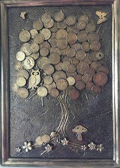 MoneyTree es el talismán más eficaz de la riqueza en la enseñanza de chino del Feng Shui. ¡Enriquecer la mascota de su casa y atraer prosperidad a tu vida! Utilizamos el marco de madera, el tronco del árbol se hace uso de gel 3D y para la corona utiliza estas monedas de diferentes valores.