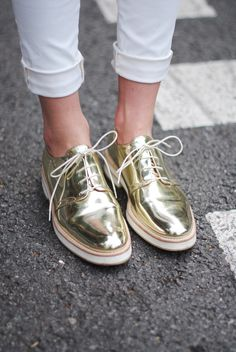 Im not the type of girl to be seen in gold shoes but theres something about these I like. The handsome shoe with a fun flare. Oxford Shoes Outfit, Oxford Flats, Casual Shoes, Mode Shoes, Beautiful Shoes, Pretty Shoes, Shoe Collection, Timberland Boots, Me Too Shoes