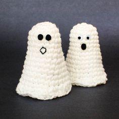 Ghost crochet pattern | www.petalstopicots.com
