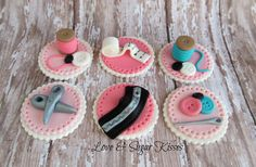Fondant Toppers, Fondant Cupcakes, Fun Cupcakes, Cake Pops, Muffin Cake Recipe, Breakfast Tortilla, Sewing Cake, Quilted Cake, Cupcake Recipes From Scratch