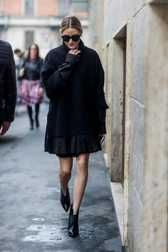 Olivia Palermo wearing black knit skirt outside Etro during Milan Fashion Week Fall/Winter on February 24 2017 in Milan Italy Olivia Palermo Outfit, Estilo Olivia Palermo, Olivia Palermo Lookbook, Olivia Palermo Style, Belle Silhouette, Milano Fashion Week, Milan Fashion, Looks Street Style, Looks Black