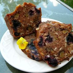 A slice of this zucchini oatmeal bread studded with fresh blueberries, coconut, and walnuts makes a super moist and delicious treat. Blueberry Zucchini Muffins, Blueberry Cornbread, Blueberry Zucchini Bread, Blueberry Bread Recipe, Zucchini Bread Recipes, Quick Bread Recipes, Blueberry Recipes, Soup Recipes, Berry Muffins