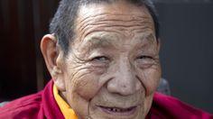 Treinta años en silencio meditativo?Dirigía un monasterio, pero decidí abandonar para hacer ese largo retiro: comencé a los 49 años y acabé a los 79.¿Por qué?Los médicos tibetanos son también...