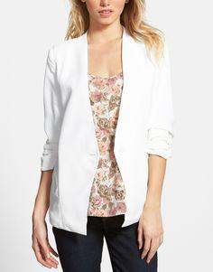 Sleek white blazer for any ocassion.