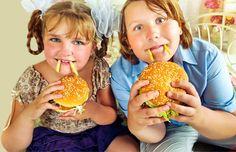 Sağlıksız besin reklamları özellikle küçük yaştaki çocukların beslenmesini olumsuz yönde etkileyip obeziteye neden olabiliyor.