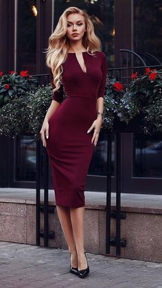 Amazing burgundy dress and blonde hair Classy Outfits, Chic Outfits, Dress Outfits, Fashion Dresses, Dress Up, Bodycon Dress, Burgundy Dress Outfit, Work Fashion, Fashion Tips